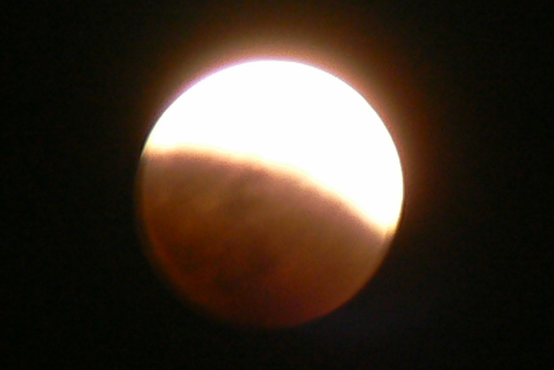 1_Total Lunar Eclipse /Photo: J Matsumoto