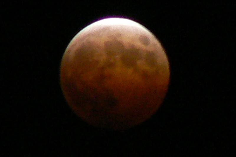 3_Total Lunar Eclipse /Photo: J Matsumoto