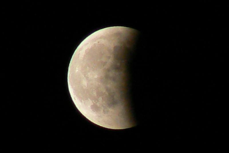 5_Total Lunar Eclipse /Photo: J Matsumoto