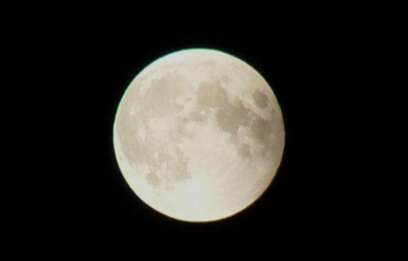 8_Total Lunar Eclipse /Photo: J Matsumoto
