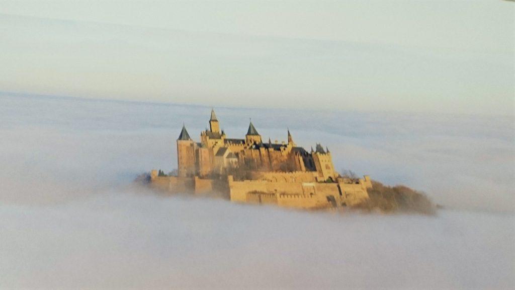 雲海のホーエンツォレルン城