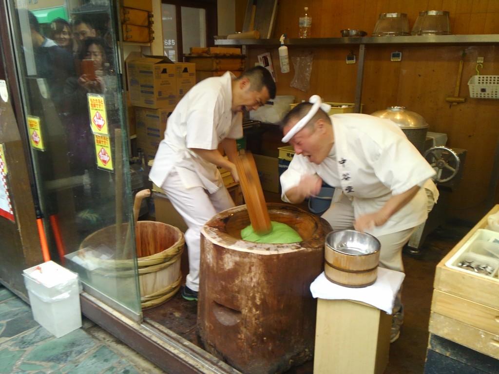 中谷堂高速餅つき