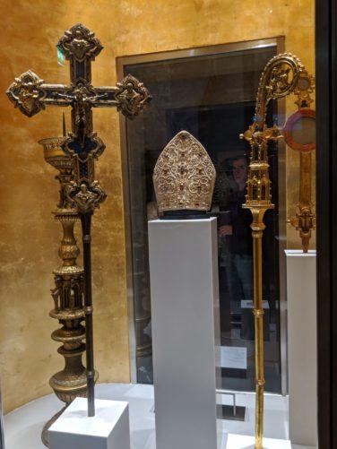 ローマ法王の持ち物